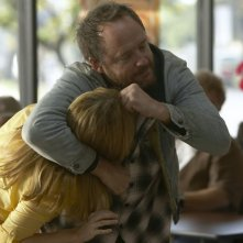 John Benjamin Hickey in una scena del pilot della serie The Big C