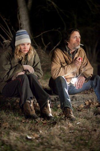 Ree Dolly (Jennifer Lawrence) and Teardrop (John Hawkes) nel film Winter's Bone
