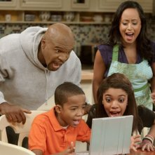 Terry Crews, Essence Atkins, Coy Stewart e Teala Dunn in una scena della serie Are We There Yet?