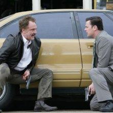 The Good Guys: Bradley Whitford e Colin Hanks in una scena del pilot della serie