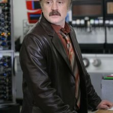The Good Guys: Bradley Whitford in una scena del pilot della serie