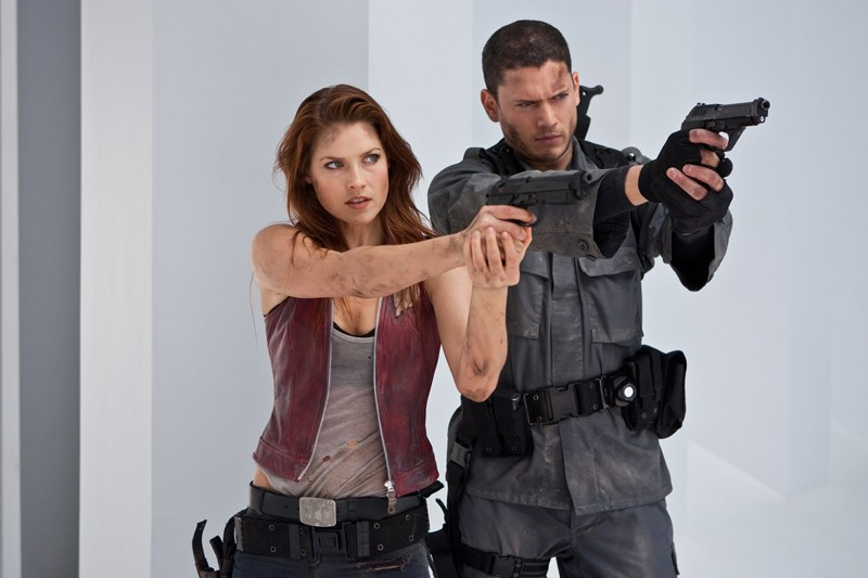 I fratelli Redfield (Ali Larter, Wentworth Miller) in azione nel film Resident Evil: Afterlife