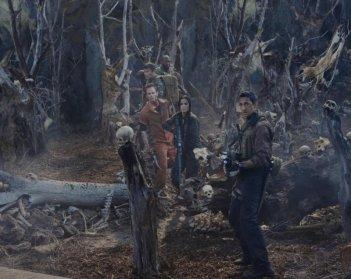 Adrien Brody e Alice Braga in un'immagine del film Predators