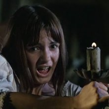 Micaela Esdra spaventata in una scena del film Operazione paura