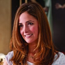 Rose Byrne in una scena della commedia Get Him to the Greek