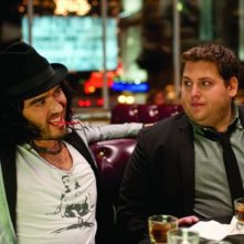Russell Brand e Jonah Hill nella commedia Get Him to the Greek