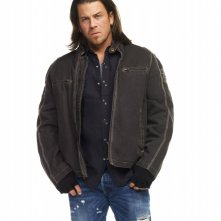 Leverage: Christian Kane in una foto promozionale della stagione 3 della serie