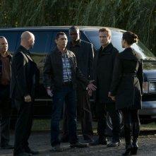 La Lucian Alliance discute con il Col. Telford (Lou Diamond Phillips) in una scena dell'episodio Subversion di Stargate Universe