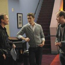 Neil Patrick Harris, Matthew Morrison e il regista Joss Whedon sul set dell'episodio Dream On di Glee