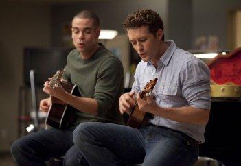 Puck (Mark Salling) e Will (Matthew Morrison) in una scena dell'episodio Journey di Glee
