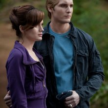 Esme (Elizabeth Reaser) e Carlisle Cullen (Peter Facinelli) in una sequenza del film The Twilight Saga: Eclipse