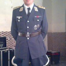 Arturo Gambardella sul set de Il peccato e la vergogna, nel quale interpreta un generale nazista.