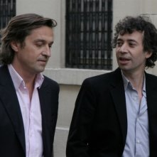 Louis-Do de Lencquesaing ed Eric Elmosnino in una scena del film Le père de mes enfants (2009)