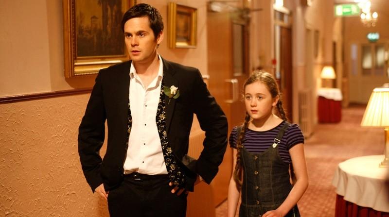Tom Riley Con Sinead Maguire In Una Scena Del Film Indovina Chi Sposa Sally 165015