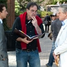 Michael Douglas e Shia LaBeouf con il regista Oliver Stone sul set di Wall Street 2: Money Never Sleeps