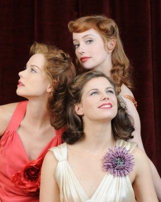 Andrea Osvart, Lotte Verbeek ed Elise Schaap in una foto promozionale de Le ragazze dello swing