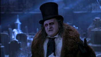 Danny DeVito in una sequenza del film Batman - il ritorno di Tim Burton