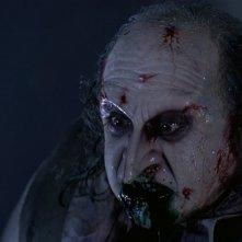 Danny DeVito sanguinante in una scena del film Batman - il ritorno