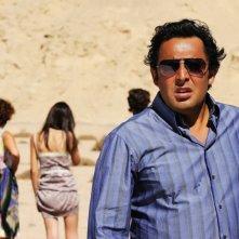 Enrico Brignano in una sequenza della commedia Sharm El Sheikh - Un'estate indimenticabile