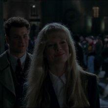 Kim Basinger e Robert Wuhl in una scena del film Batman (1989)