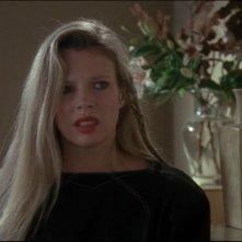 Kim Basinger in una scena del film Batman (1989)