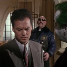 Michael Keaton con Jack Nicholson (di spalle) in una scena del film Batman (1989)