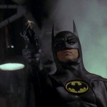 Michael Keaton è il supereroe in una scena del film Batman (1989)