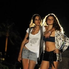 Michela Quattrociocche e Ludovica Bizzaglia in una scena della commedia Sharm El Sheikh - Un'estate indimenticabile