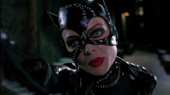 Michelle Pfeiffer è la sexy Catwoman in una scena del film Batman - il ritorno