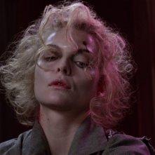 Michelle Pfeiffer in una scena del film Batman - il ritorno (1992)