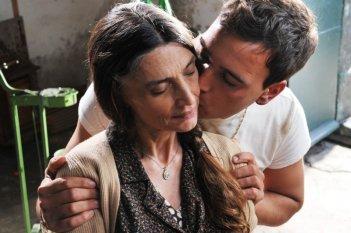 Angela Molina e Francesco Casisa nel film Amaro Amore (2010)