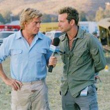 Thomas Haden Church e Bradley Cooper in una scena di All About Steve