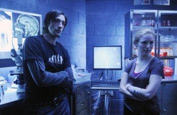 Adrien Brody e Sarah Polley in un'immagine di Splice