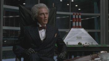 Christopher Walken in una scena del film Batman - il ritorno (1992)