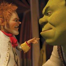 Il cattivo Tremotino minaccia il simpatico Shrek nel film Shrek e vissero felici e contenti