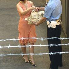 Chiara Muti (Adelaide) con Massimo Nicolini (Guardia carceraria) in una scena di Goodbye Mr.Zeus!