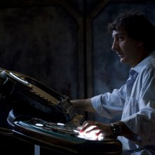 Brody (Peter Kelamis) alla console nell'episodio Incursion: Part 2 di Stargate Universe