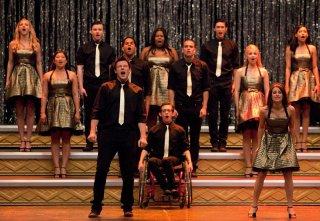 Il cast di Glee nell'ultimo episodio della prima stagione: Journey