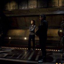 Ming-Na e Justin Louis incontrano Rhona Mitra nell'episodio Incursion: Part 1 di Stargate Universe