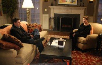 Gabriel Byrne e Dianne Wiest in una scena della serie TV In Treatment
