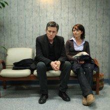 Gabriel Byrne e Lauren Hodges in una scena della serie TV In Treatment