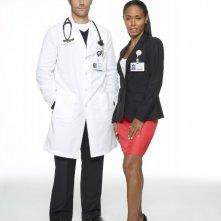 Jada Pinkett Smith e Michael Vartan in una foto promozionale della stagione 2 di Hawthorne