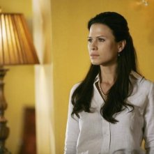 Rhona Mitra nell'episodio What Lies Beneath di The Gates