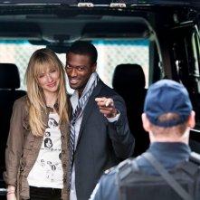 Beth Riesgraf ed Aldis Hodge nell'episodio The Jailhouse Job di Leverage