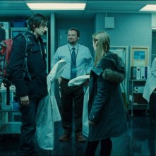 Adrien Brody, David Hewlett e Sarah Polley in una scena del film Splice