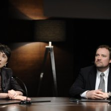 David Hewlett e Simona Maicanescu in una scena dello sci-fi Splice