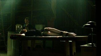 Sarah Polley e Delphine Chanéac in una sequenza del film Splice