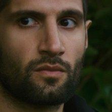 Primo piano di Kayvan Novak dal film Four lions