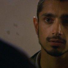 Primo piano di Riz Ahmed dal film Four lions