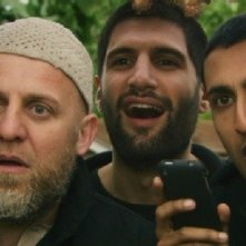 Riz Ahmed e Kayvan Novak in una scena del film Four lions